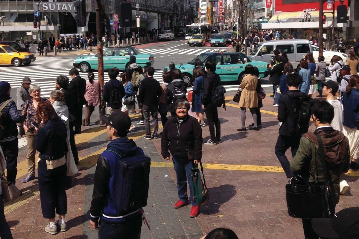 渋谷の交差点で記念撮影
